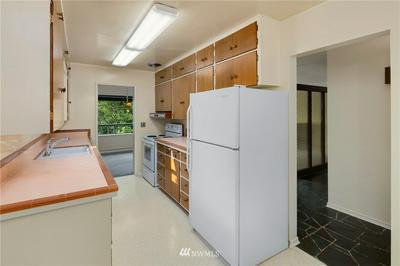 422 CENTER PL, Everett, WA 98203 - Photo 2