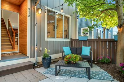 918 N 39TH ST, Seattle, WA 98103 - Photo 1