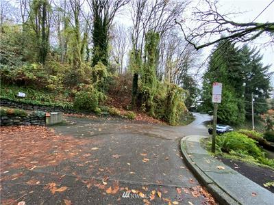 22 XX 16TH AVENUE E, Seattle, WA 98112 - Photo 2