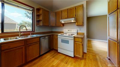 18305 134TH AVE SE, Renton, WA 98058 - Photo 2