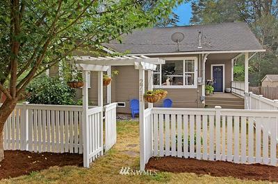 2711 NE 137TH ST, Seattle, WA 98125 - Photo 2