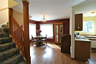 805 N 8TH AVE, KELSO, WA 98626 - Photo 2