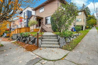 460 N 39TH ST, Seattle, WA 98103 - Photo 1