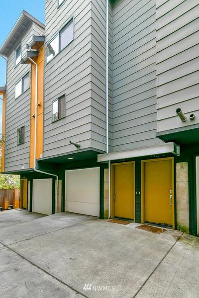 4333 9TH AVE NE APT B, Seattle, WA 98105 - Photo 2