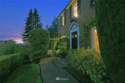 2810 W CROCKETT ST, Seattle, WA 98199 - Photo 2