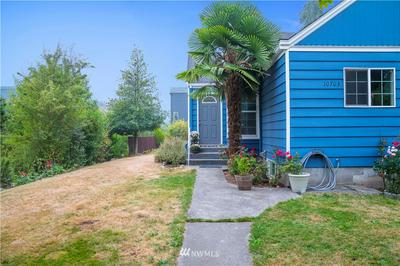10703 PHINNEY AVE N, Seattle, WA 98133 - Photo 2