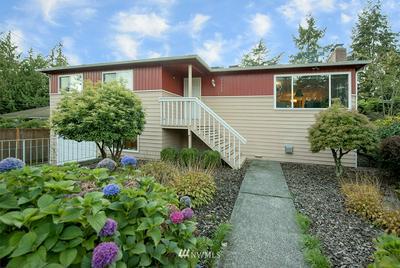 13113 ASHWORTH AVE N, Seattle, WA 98133 - Photo 2