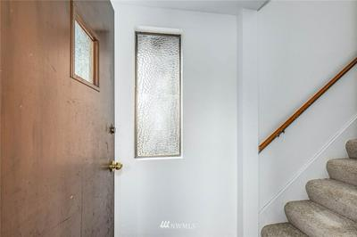460 N 39TH ST, Seattle, WA 98103 - Photo 2