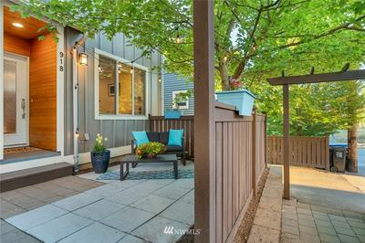 918 N 39TH ST, Seattle, WA 98103 - Photo 2