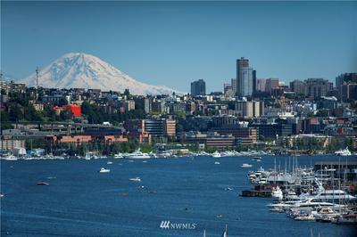 922 N 36TH ST, Seattle, WA 98103 - Photo 1