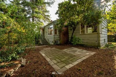 2025 NE 107TH ST, Seattle, WA 98125 - Photo 1