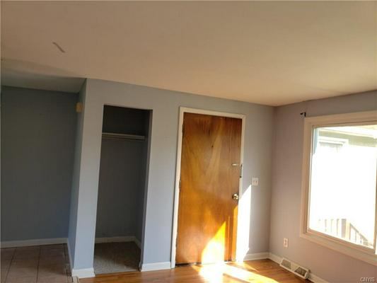 517 SUNFLOWER DR, LIVERPOOL, NY 13088 - Photo 2