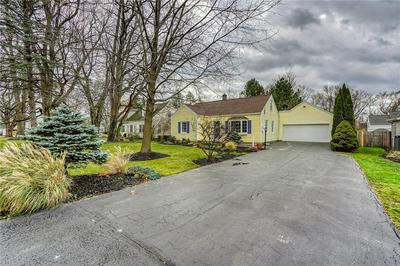 11 DEVONSHIRE DR, Penfield, NY 14526 - Photo 2