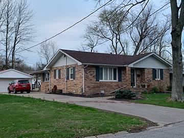 301 W LAKEVIEW DR, FAIRFIELD, IL 62837 - Photo 2