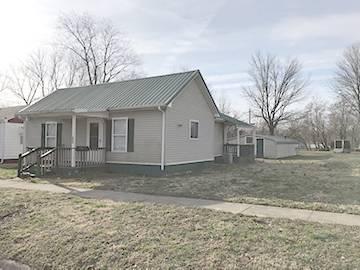 606 W COLLEGE ST, FAIRFIELD, IL 62837 - Photo 1