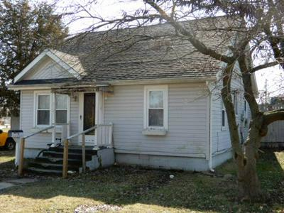 812 W COURT ST, FAIRFIELD, IL 62837 - Photo 1
