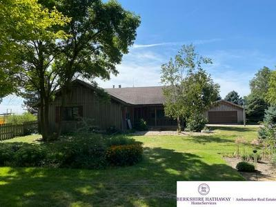 910 9TH AVE, Fairmont, NE 68354 - Photo 1