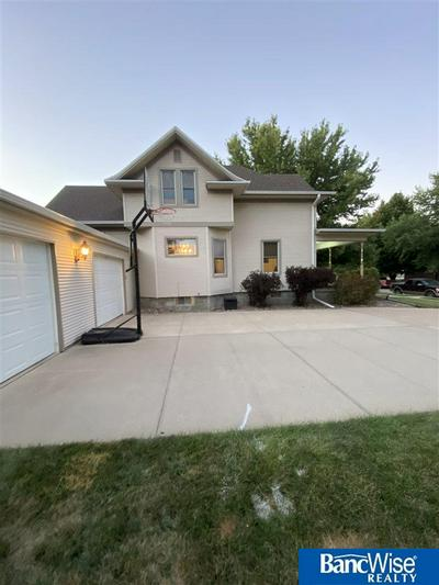 711 14TH ST, Aurora, NE 68818 - Photo 2