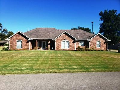 2100 PHELPS DR, Seminole, OK 74868 - Photo 1