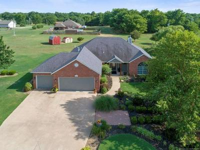 10760 E CANYON OAKS RD, Claremore, OK 74017 - Photo 1