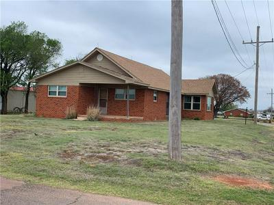 403 S 11TH ST, Hammon, OK 73650 - Photo 1