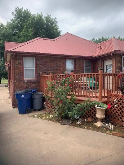 1620 W CHICKASHA AVE, Chickasha, OK 73018 - Photo 2