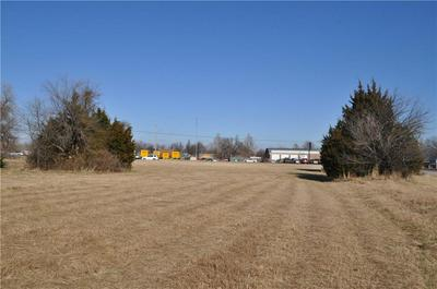 1000 W STATE HIGHWAY 152, Mustang, OK 73064 - Photo 1