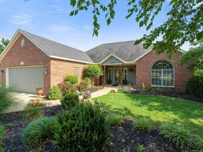 10760 E CANYON OAKS RD, Claremore, OK 74017 - Photo 2