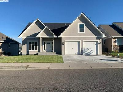 8710 MACLAREN AVE, Yakima, WA 98908 - Photo 1