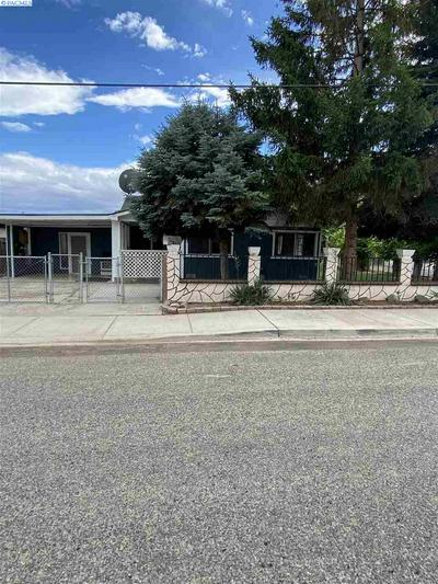 317 WALNUT AVE, Sunnyside, WA 98944 - Photo 2