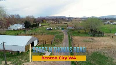 52907 N THOMAS RD, BENTON CITY, WA 99320 - Photo 2