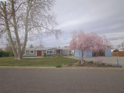 156 TERI RD, Burbank, WA 99323 - Photo 2
