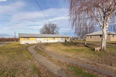 351 PLEASANT AVE, GRANDVIEW, WA 98930 - Photo 1