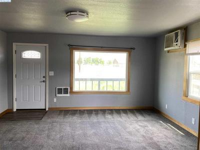 711 E LINCOLN AVE, Sunnyside, WA 98944 - Photo 2