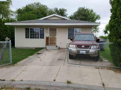 839 ISMO LOOP, Sunnyside, WA 98944 - Photo 1