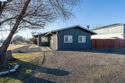 2004 S OLYMPIA ST, Kennewick, WA 99337 - Photo 2