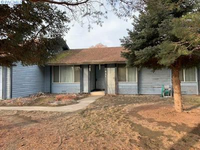 427 LOUISIANA ST, Kennewick, WA 99336 - Photo 2