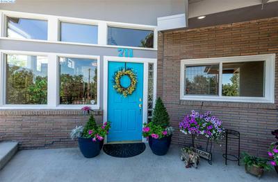 711 SUNNYSIDE AVE, Sunnyside, WA 98944 - Photo 2