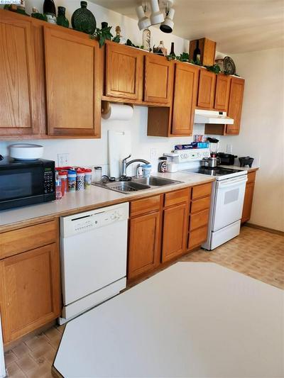 839 ISMO LOOP, Sunnyside, WA 98944 - Photo 2