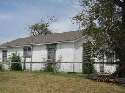 326 S MACKENZIE AVE, Stinnett, TX 79083 - Photo 2