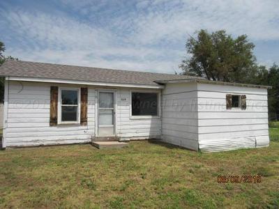 829 S WILHELM AVE, Stinnett, TX 79083 - Photo 1