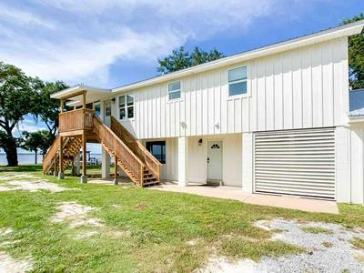 729 MIKE GIBSON LN, MILTON, FL 32583 - Photo 1