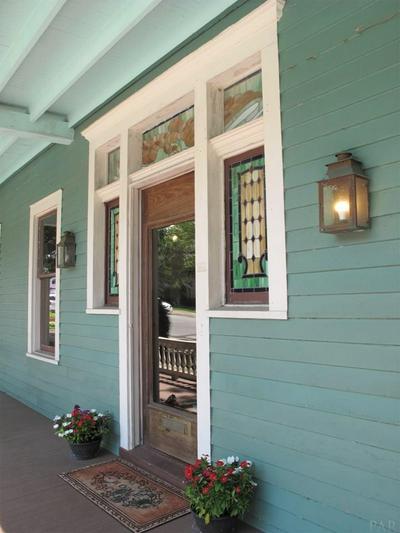422 N BAYLEN ST, PENSACOLA, FL 32501 - Photo 2