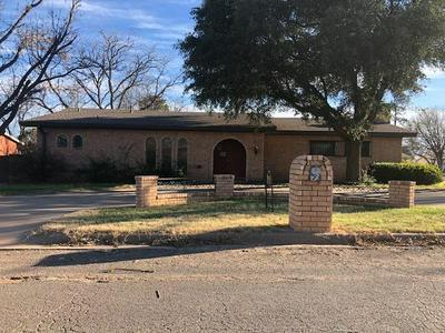 902 E JOHNSTON ST, Rotan, TX 79546 - Photo 1