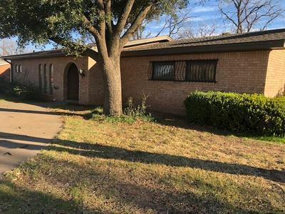 902 E JOHNSTON ST, Rotan, TX 79546 - Photo 2
