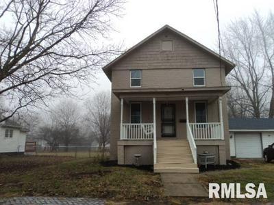 155 N GOLD ST, FARMINGTON, IL 61531 - Photo 1