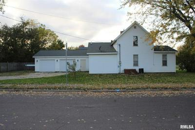 422 E VERNON ST, FARMINGTON, IL 61531 - Photo 1
