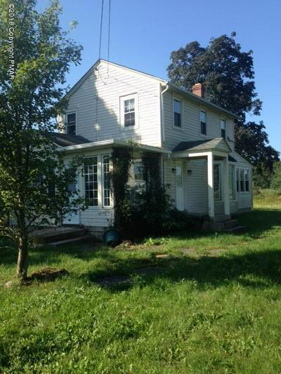 1028 INTERCHANGE RD, Gilbert, PA 18331 - Photo 2