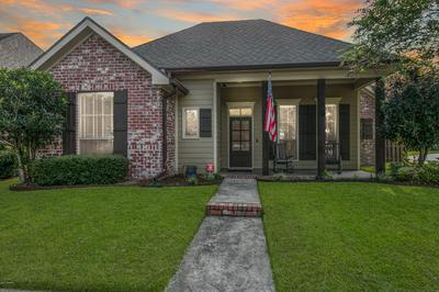 100 LIGHTHOUSE POINT CIR, Youngsville, LA 70592 - Photo 2