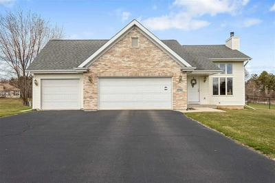 9756 COUNTRY KNOLLS DR, ROSCOE, IL 61073 - Photo 1